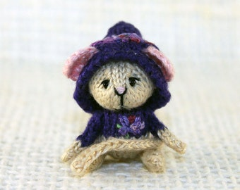 Mouse Lilac, knitted miniature, dollhouse miniature