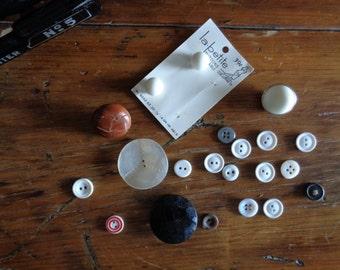 Random Vintage Buttons / buttcoll #009
