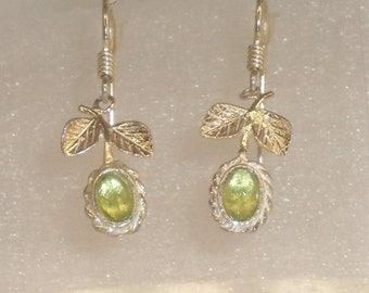 pair of earrings 925 Silver earrings and peridot