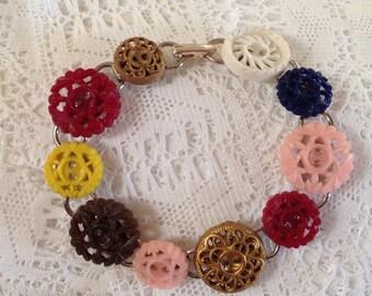 Vintage Buttons Bracelet. Mixed Colors.