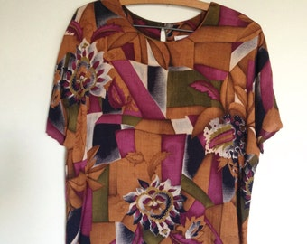Beautiful color...80's abstract print ,short sleeve, top