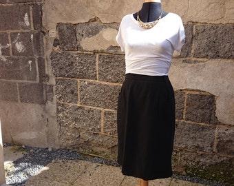Black vintage midi skirt wool two pockets front