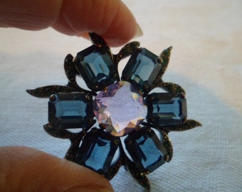 Vintage flower pin/brooch