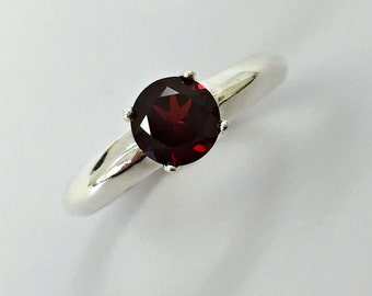 925 Sterling Silver Ring. Natural Garnet 6 mm. Size 7.