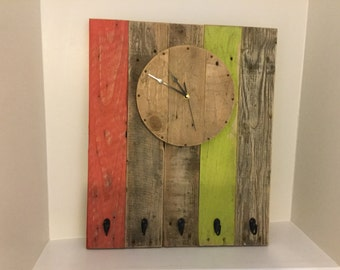 Rustic pallet wall clock, pallet clock, reclaimed wood clock, clock with key holders