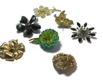 Vintage brooches - 7 broaches - jewelry
