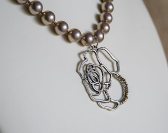 Taupe shell pearl necklace with rose pendant