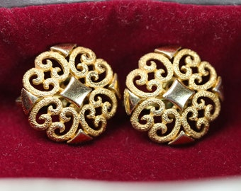 Ancient earrings golden color floral style jewelry of the 30s