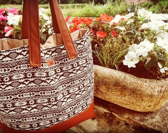 Tote - Black' no White