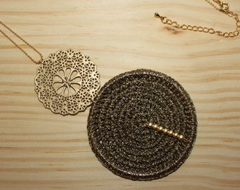 Long necklace with filigree pendant