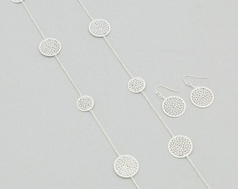 Silvery Filigree Rounds Long Necklace Set