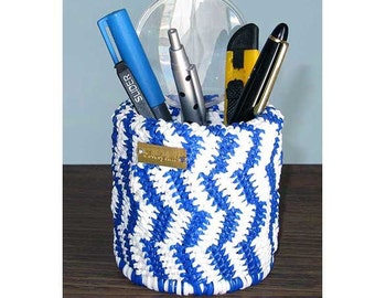 Blue and white pencil pot
