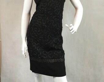 Vintage 1960s Black Scalloped Neck Wiggle Shift Evening Dress 14 40 Mod Pin Up