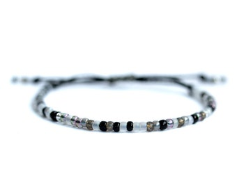 Pearl bracelet, waxed, black and white, silver polyester rope.