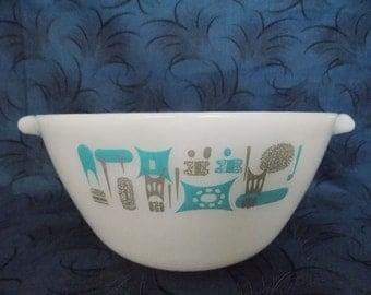 Vintage Fire King Blue Heaven Cinderella Large 1 1/2 Quart Mixing Bowl Turquoise Blue