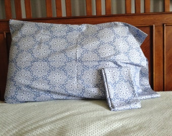 Light blue print pillowcase, pair