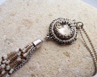 cabochon beige facets and Pompom necklace beads beige and off-white