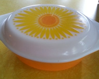 Pyrex Sunflower 1 1/2 Qt Casserole Dish with Lid