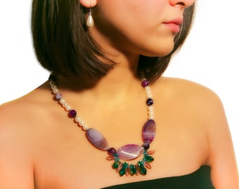Beautiful italian necklace made of pearls, agate and coloures glass.