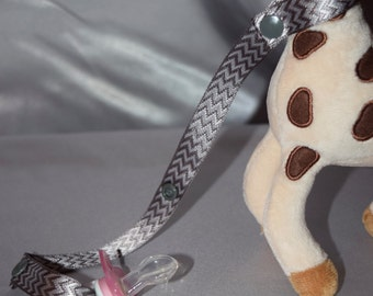 Saver/Toy Saver Leash gray and white with elephants/ metal/plastic