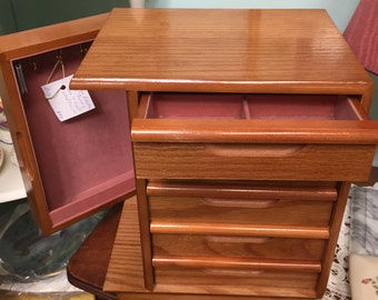 Beautiful Vintage Jewelry Box With 5 Drawers and Side Door