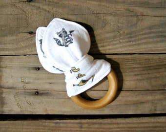 Organic Maple Teething Ring with Muslin Adventure Print. Little Racoon. Teething Ring. Teething Baby. Natural Baby. Forest Animals.