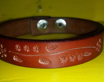 CUSTOM, Adorable thin floral leather cuff