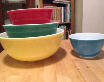 Vintage Pyrex Primary Colors Set