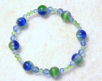 Fabulous Blue and Green Glass Bead Stretch Bracelet 7.75 Inch