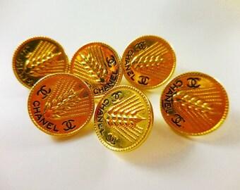 1x Authentic D19mm Chanel vintage gold tone metal button, medium size