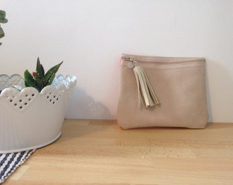 Pouch Pompom leather beige and coral.