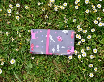 Tobacco in grey fabric patterned pouch