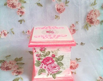 Decoupage woden box with pink roses