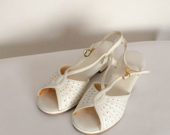 1980s does 1950s White Pumps Vintage