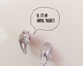 2 horse silver magnets