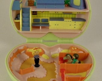 Vintage Polly Pocket 'POLLY'S PONY CLUB' 1989 Bluebird Toys Complete with original figures