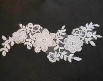 3D Floral layers white lace Applique on organza / floral lace motif is for sale. 28.5x11cm. sold by per piece