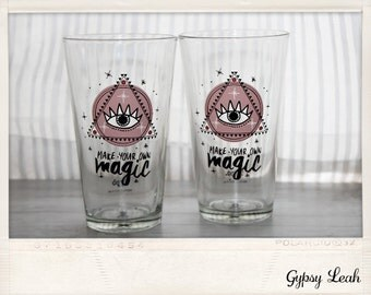 Magic quoted glasses. Set of 2