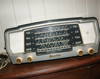 original vintage KRIESLER MODEL 11 - 71 radio