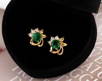 Emerald green stud earrings (8290)
