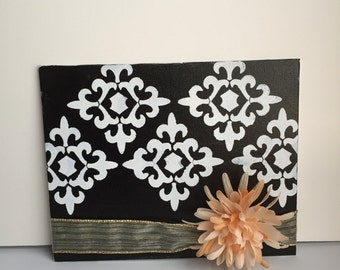 black and white Avignon medallion canvas