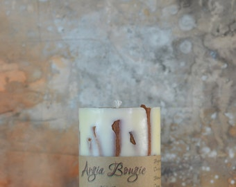 Candle soy caramel scent