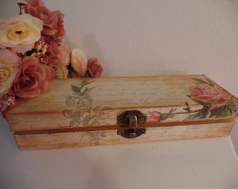 Shabby Chic beautiful box. Vintage style.