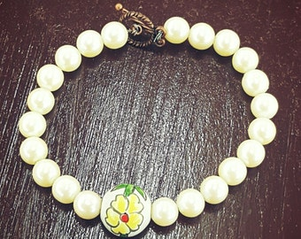 Vintage handmade pearl &.flower beaded bracelet