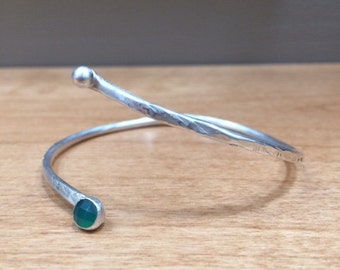 Silver and Green Onyx Bracelet, Boho Style, Textured metal