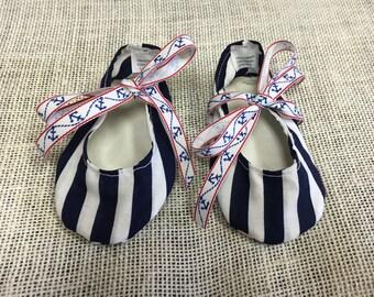 Navy Baby crib shoes (6-12m)