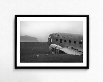 140 Plane Wreck / Iceland / Black and White / Travel / Arctic