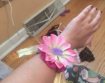 Flower Bracelet w/gold glitter feathers