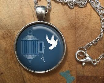 Vintage Bird Flying Dome Round Cabochon Necklace Pendant Gift UK