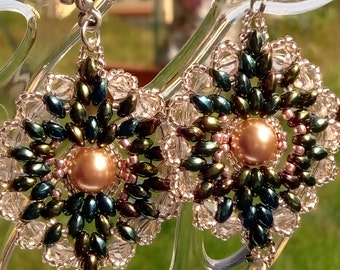 saturno green rose earrings